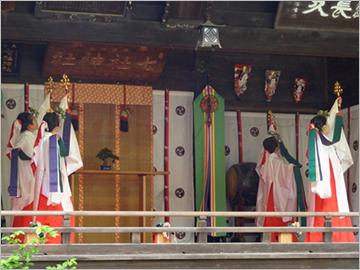 正月三が日の七社神社境内の様子