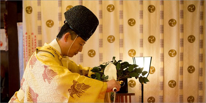 七社神社は七柱の神々が祀られており、それぞれの御神徳でみなさまの運を開き、福を招くよう 御祈願(祈祷)します。