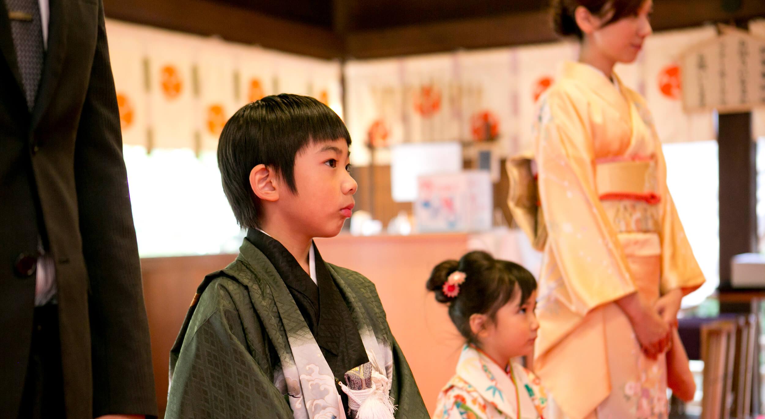 七五三詣期間中、お祝い太鼓を鋪設しております。お子様の年の数だけ打ち鳴らし、邪気を祓いましょう。