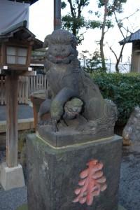 本殿前の狛犬について